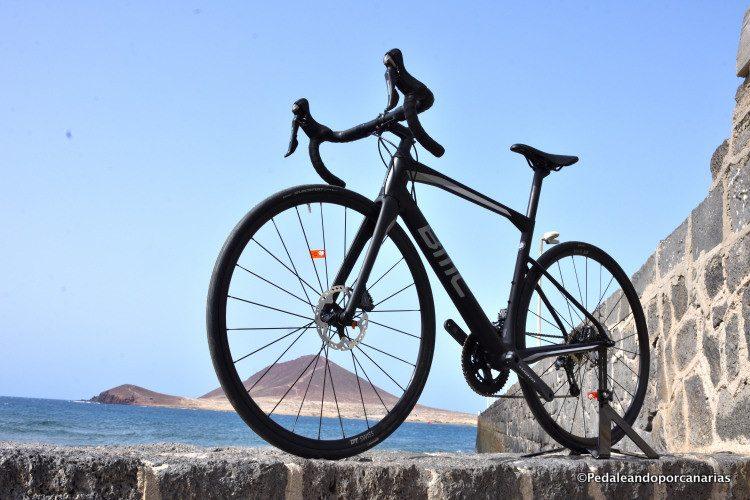 The BMC Roadmachine 02 Ultegra with disc brakes arrives at bike point Tenerife - Bmc Roadmachine 02 Ultegra - Bmc Roadmachine 02 Ultegra